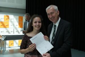 Duitse ambassadeur met leerling.